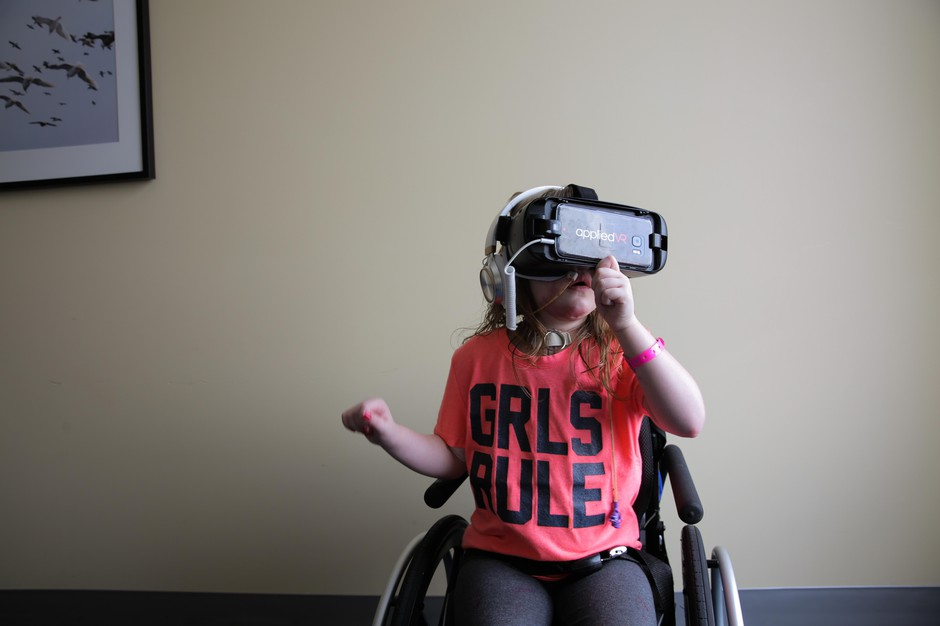 Six-year-old Moira Reeves from Baker City, Oregon, uses a virtual reality headset atthe Legacy Oregon Burn Centerin Portland.
