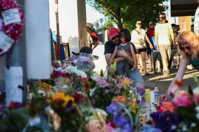 Memorial at the Hollywood Portland MAX station.