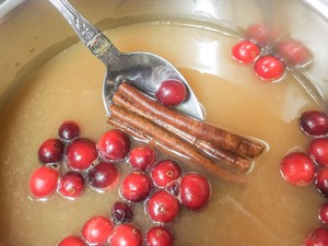 Simmer fresh cranberries in unsweetened apple juice on the stovetop until their skins split, releasing tannins and flavor.