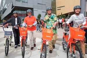 Nike VP of Global Community Impact Jorge Casimiro, Mayor Charlie Hales, U.S. Rep. Earl Blumenauer and Nancy Hales take off on BIKETOWN's first inaugural ride across Tilikum Crossing.