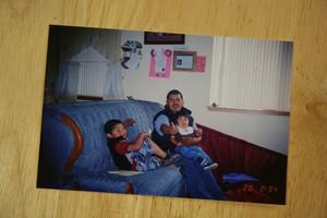 Roman Zaragoza-Sanchez con dos de sus hijos.