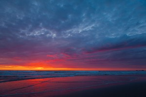 The sun sets along the Oregon coast in this May, 17, 2011, file photo. The U.S. Geological Survey says a 4.1 magnitude earthquake struck off the central Oregon coast Tuesday, Dec. 27, 2016.