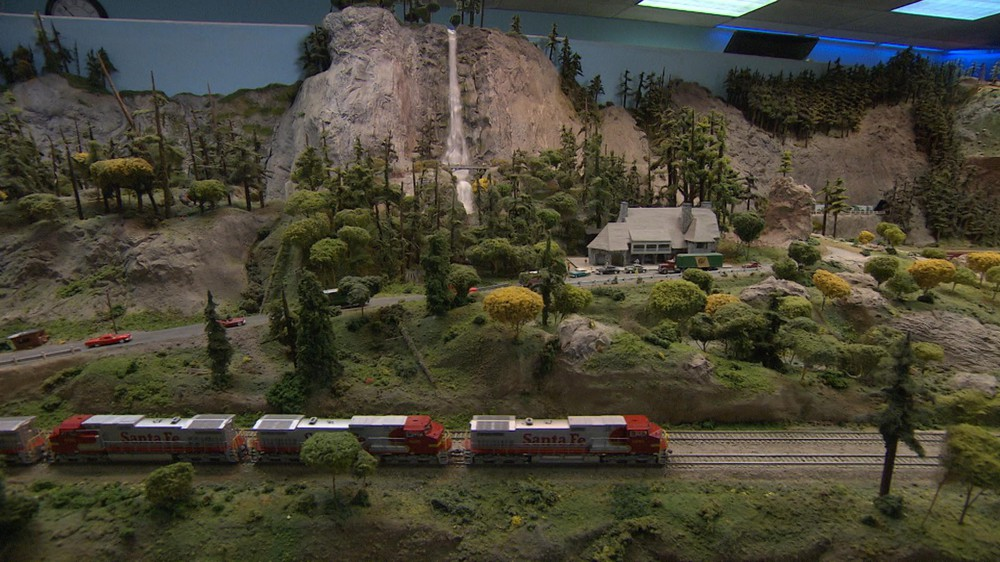 Honey, I Shrunk The Gorge! Model Railroad Re-Creates Iconic Region